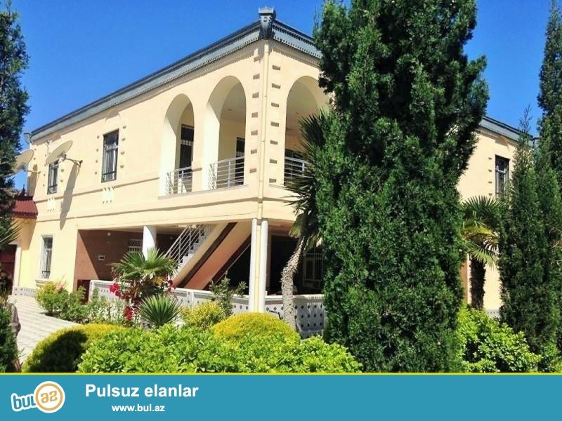 Срочно! В посёлке Мардакан продаётся особняк, площадью 400 квадрат, расположенный на 20 сотки приватизированного земельного участка ...