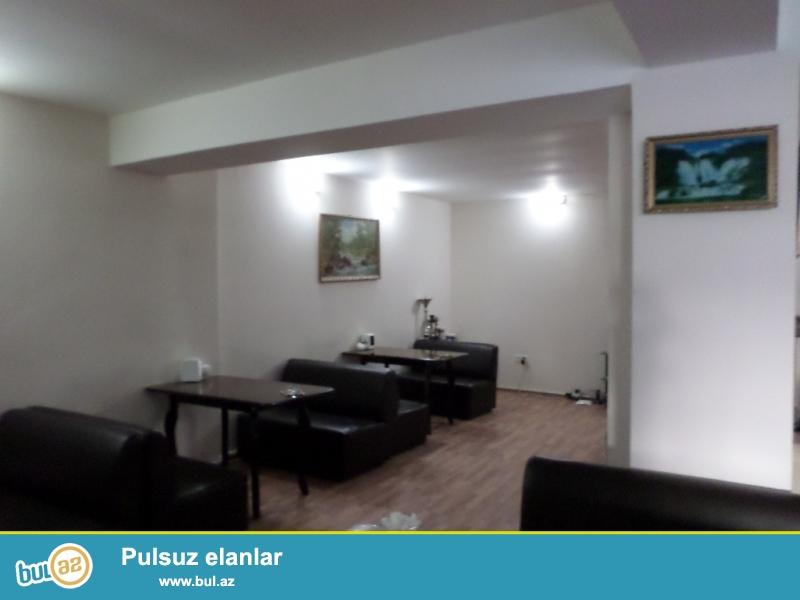 yeni yasamalda QİSMƏT ŞADLIQ evinin yanında ümumi sahəsi 130 kvadratmetr olan çay evi kirayə verilir.