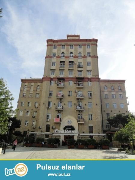 Продается 2-х комнатная квартира, расположенный в престижном районе, по проспекту Строителей, за памятником Мушвига, проект сталинка, каменный дом, 5/6, общая площадь 60 кв...