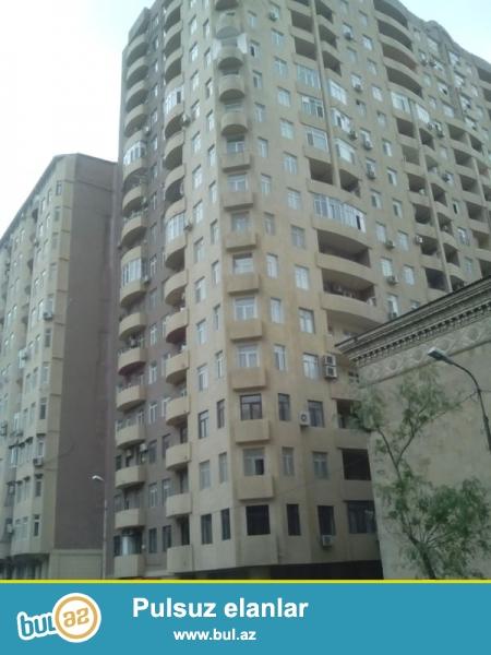 """Продается 4-х комнатная квартира, недалеко от метро Низами, рядом с """"Kaspian Plaza"""", заселенная новостройка, 9/16, общая площадь 176 кв..."""