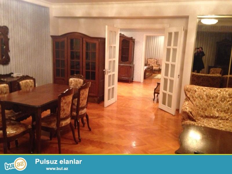 Cдается 3-х комнатная квартира в центре города, в Сабаильском районе, за Дом Советом ...