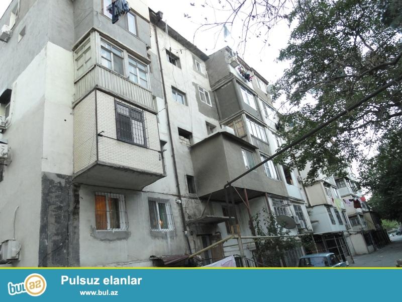 Продается 3-х комнатная квартира, по проспекту Матбуат, около Три Короны, проект хрущевка, каменный дом, 3/5, общая площадь 65 кв...