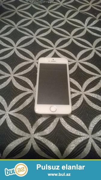 Iphone 5 S ag rengdedi hecbir problemi yoxdu seliqeli iwlenilib cizigi yoxdu ...