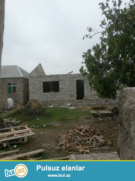 Sabunçu rayonu, Maştağa qəsəbəsi, pajarnının yanı, əsas yoldan 100 metr məsafədə 2 sot torpaq sahəsində yarıtikili ev satılır...