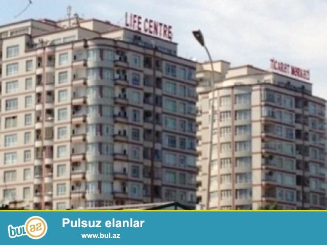 Sheherimizin gozel rayonlarindan biri olan Nerimanov rayonunda,metronun yaninda16 mertebeli LIFE CENTRE binasin 12 nertebesinde,3(2 otag 3 duzelme)otagli 100kv, menzil eshyalarla birlikde satilir...