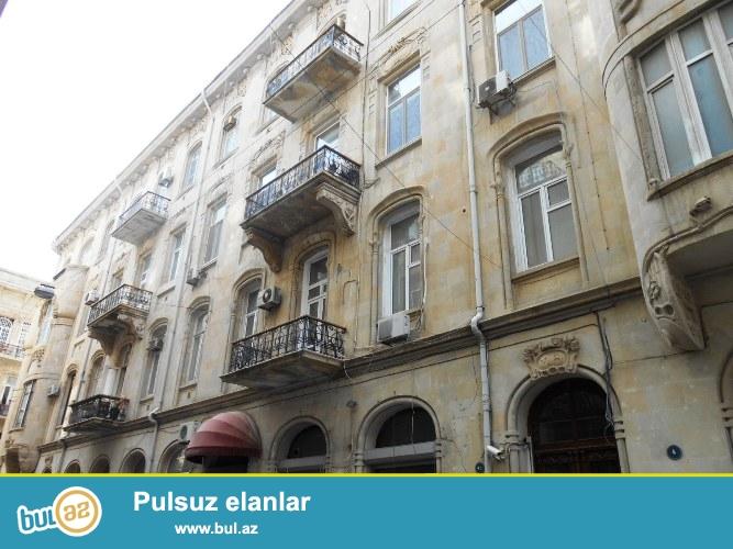Сдается 7-ми комнатная квартира в центре города, в Насиминском районе, рядом с кинотеатром «Низами»...