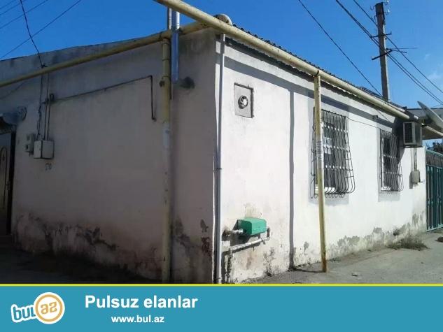 Evin her bir seraiti var qazi suyu isiqi (daimi) remontlu iki qat heyet evidir evin ustu betondu gelecekde 2 ci merteber artirmaq olar...