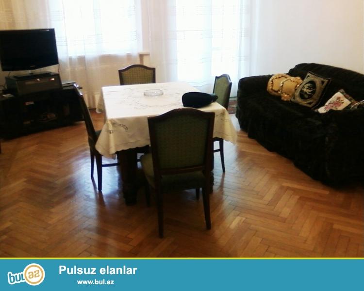 Cдается 3-х комнатная квартира в центре города, в Cабаильском районе, рядом с площадью Азнефть и Фуникулёром...