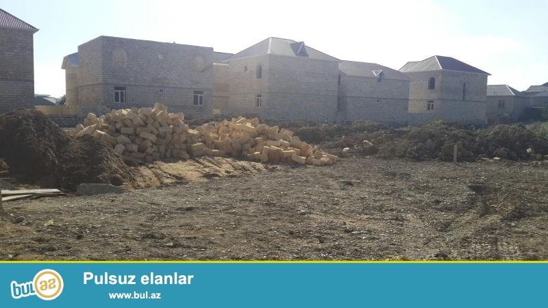 Tecili Avtovağzala yaxın, Abşeron rayonu, Masazır qəsəbəsi, 169 marşrut yolun üstündə,  dayanacaqa yaxın, çox gözəl yerdə  17 sot torpaq sahəsi...