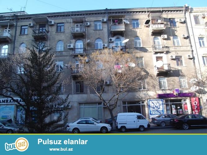 Cдается 2-х комнатная квартира в центре города, в Насиминском  районе, по улице Д...