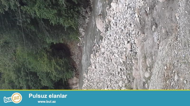 Hövsanda torpaq 3 sot günəşli sahil istirahət mərkəzindən 100 metr məsafədə yerləşir daş hasarın içində qiyməti 4200 manat
