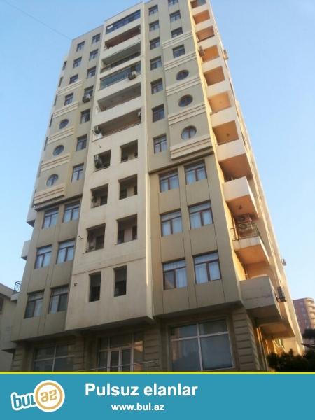 Продается 3-х комнатная квартира, рядом с Зоопарком, по улице Бакиханова, около д/т «ТУРАЛ», заселенная новостройка, 4/12, общая площадь 121 кв...