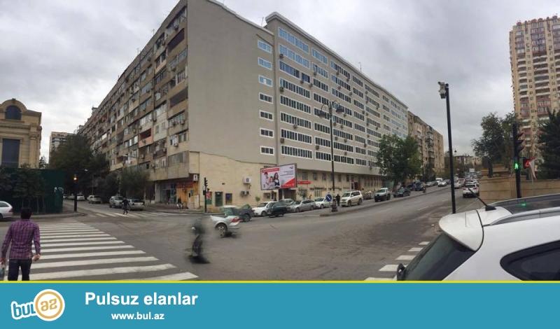 В районе Ясамал, напротив комплекса 3 корона, «ленинградский проект», 9/4, просторные, раздельные, светлые комнаты, общая площадь 100 кв...