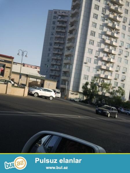 Badamdarda ümumi sahəsi 113kv.m olan 3 otaqlı əla təmirli mənzil bütün əşyaları ilə birlikdə təcili satılır...