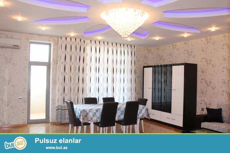 Nizami metrosu, Kaspian Plaza və Statistika Komitəsinin yaxınlığında 12/20 ümumi sahəsi 180 kv...