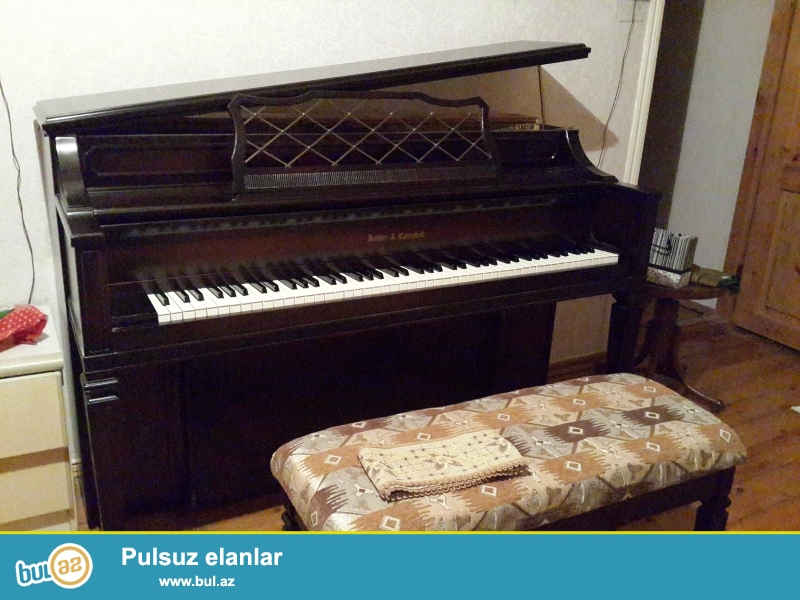 3 pedalli amerika pianinosu  super veziyetde ve aq rengli  petrov  pianinosu