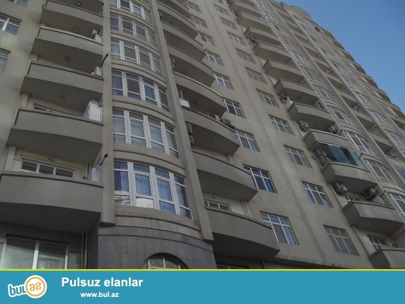 Продается 3-х комнатная квартира, Хатаинский район, по улице Сабит Оруджов, заселенная новостройка, 10/11, общая площадь 107 кв...