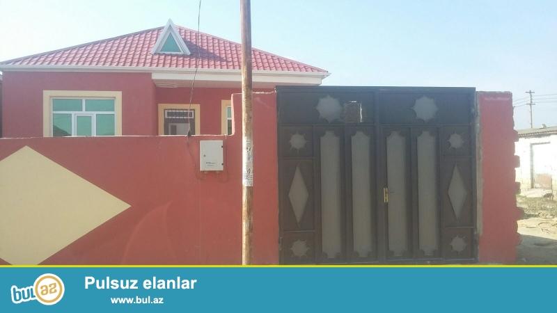 kurdexanida ana yoldan 100 metr mesafede 2 sotda, 3 otaqli, 100 kv/m olan, temirli,kupcali torpaq satilir.