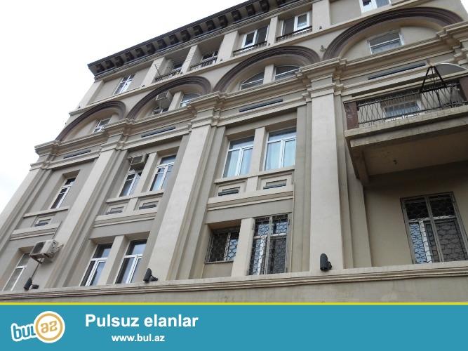 Cдается 3-х комнатная квартира в центре города, в Насиминском районе, по улице Бакиханова, рядом с Российским посольством...