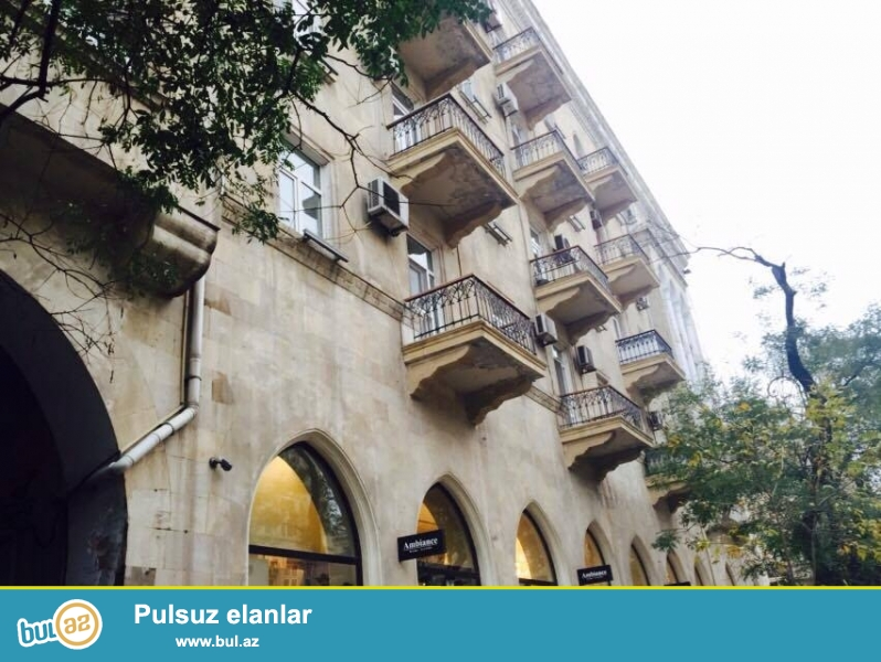 В самом центре, около метро Сахил  сдается 2-х комнатная квартира, 5/5, общая площадь 60 кв...