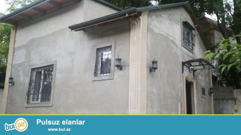 Очень срочно! Недалеко от 158 школы в Ясамале на Метбуате продается частный дом расположенная  на 2...