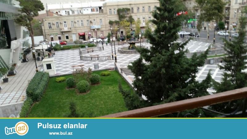 Cдается 3-х комнатная квартира в центре города, в Насиминском  районе, по проспекту Бюль Бюль, рядом с кинотеатром «Низами»...
