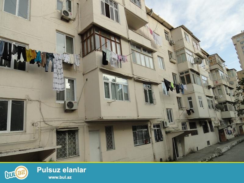 Продается 1-а комнатная квартира, по проспекту Матбуат, недалеко от Три Короны, около школы № 158, проект хрущевка, каменный дом, 1/5, общая площадь 27 кв...