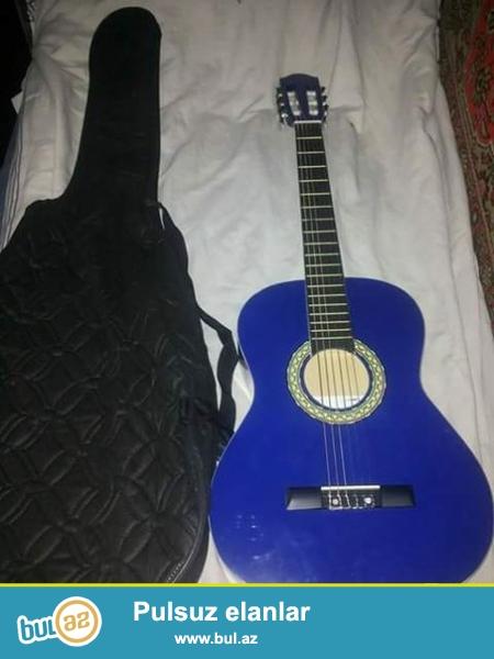Yeni klassik gitara satilir.Gitara SANCHEZ firmasinindi...