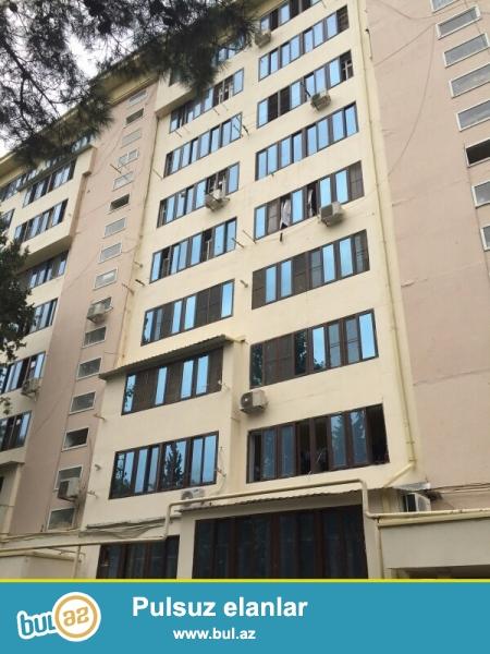 Продается 3-х комнатная квартира, по проспекту Азадлыг, около Гоша заправка, 2/9 этажного здания, проект ленинградка, общая площадь 80 кв...