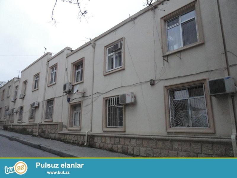 Продается 2-х комнатная квартира, по проспекту Строителей, около Детской Неврологической больницы, 2/2, общая площадь 37 кв...