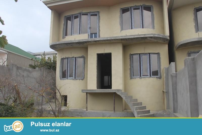 Очень срочно !  В Самом элитном районе  Хатаи (Зейтунлуг) продаётся 2-х этажный,4-х комнатный  частный дом, площадью 450 квадрат, расположенный на 2,5  сотках приватизированного земельного участка ...