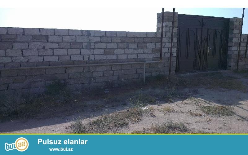 Zabrat  2 qəsəbəsində marşurut yoluna 150 mt məsafədə yaşayış üçün tam yararlı 1...