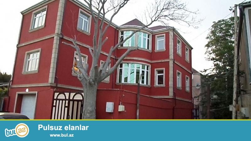 Очень  срочно! B посёлке   Биладжары  продаётся  новопостроенный  3-х этажный  6-и комнатный  частный дом, площадью 450 квадрат...
