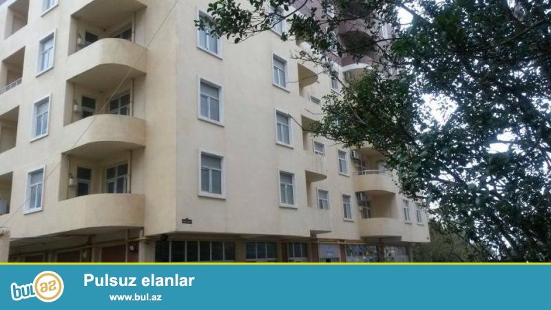 9 мкр, около д/т Сона, в элитном, давно заселенном комплексе с Газом и Купчей продается 3-х комнатная квартира, 17/14, общая площадь 110 кв...