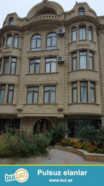 Очень срочно!  Проспект Гасан Алиева Бывщий Инглаб напротив д/т Крал, сдается  в аренду на долгий срок 5-и этажная 15-ти комнатная вилла  с мансардой  , площадью 1200 квадрат, расположенная на 6-ти сотках...