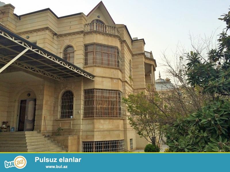 Очень срочно сдаётся в аренду на долгий срок 4-х этажный , 7 комнатный особняк расположенный вблизи  проспекта Теймура Алиева ...