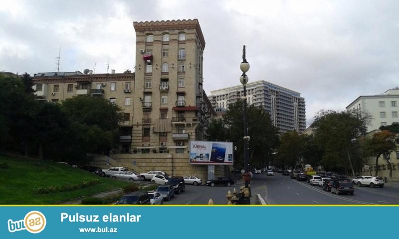 Cдается 3-х ком кв-ра. Напротив отеля Hyatt regency,  «сталинка», каменный дом, общая площадь 80 кв...