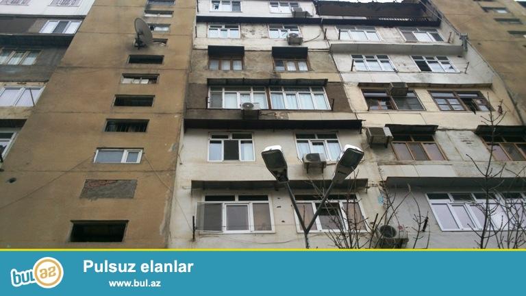 Продается 4-х комнатная квартира в Ясамальском районе, в поселке Ени  Ясамал, рядом с «Бизим» маркетом...