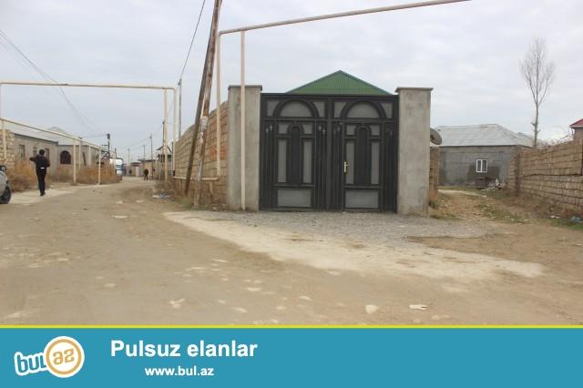 Sabunçu rayonu Zabrat 1 qəsəbəsində 307 saylı orta məktəbə yaxın ərazidə 3 sot torpaq sahəsində,40x40 fundamenti var...