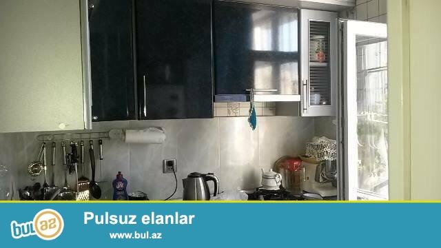 4 мкр, около д/т Гызыл тадж, французский проект, 5/2, просторные, светлые комнаты, отличный ремонт, полы паркет, дорогие обои, окна PVC, чистая, уютная квартира, встроенная кухонная мебель, с/у в идеальном состоянии...