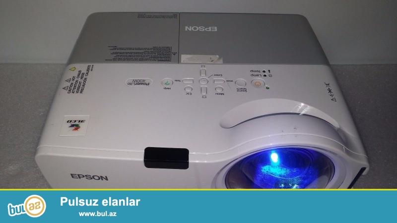 Подробная информация пункт<br /> Описание<br /> Принтер Epson PowerLite 400W является ЖК-проектор, который подходит для изготовления впечатляющие, полноэкранные презентации...