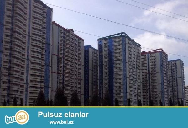 Mənzil özümündür, vasitəçi deyiləm. Bakıxanov qədəbəsində Koroğlu metrosuna 15-20 dəqiqəlik məsafədə yerləşir...