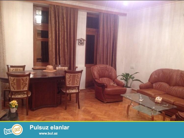 Cдается 2-х комнатная квартира в центре города в Сабаильском  районе, по улице Низами (Торговая)...