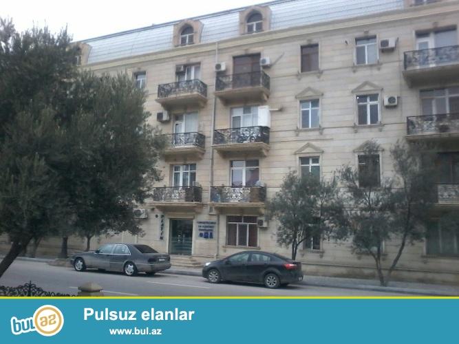 Cдается 3-х комнатная квартира в центре города, в Хатаинском районе, по проспекту Ходжалы, рядом с Верховным Судом...