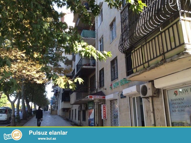 По ул. Бакиханова, недалеко от «пос-ва России» cдаётся 2-х комнатная квартира, каменный дом, общая площадь 50 кв...