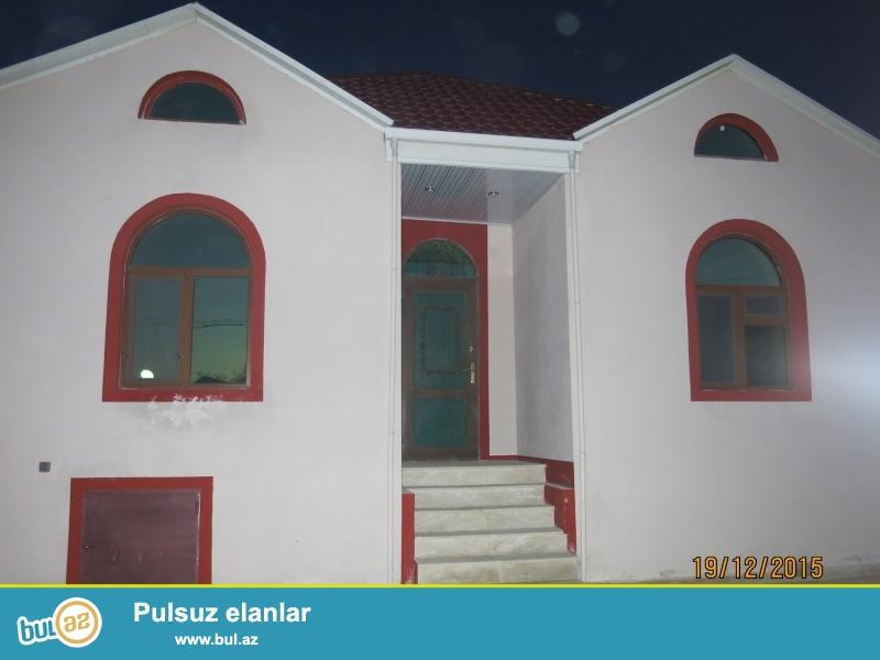 1<br /> Bileceride merkezde 4 otaqli ela temirli heyet evi satilir <br /> Bilecerinin merkezinde 92 N mawrut yolundan 150 metr aralida 1...