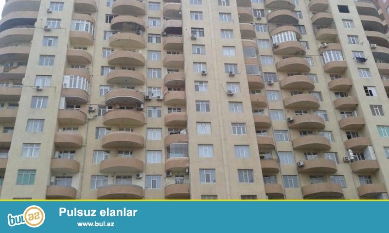ОЧЕНЬ СРОЧНО!!! В районе Ени Ясамалы, около Бизим маркет, в засёленном, жилом комплексе с Газом продается 2-х комнатная квартира, 18/9, общая площадь 100 кв...