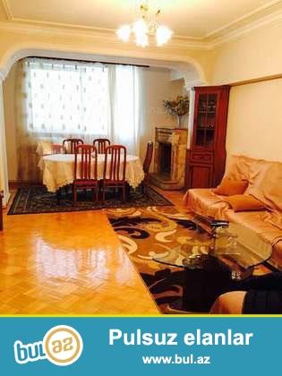 Sebail rayonu,Neftciler prospekti,Port Bakunun yaninda 14 mertebeli xususi tikilmis binanin 8-ci mertebesinde 3 otaqli menzil kiraye verilir...