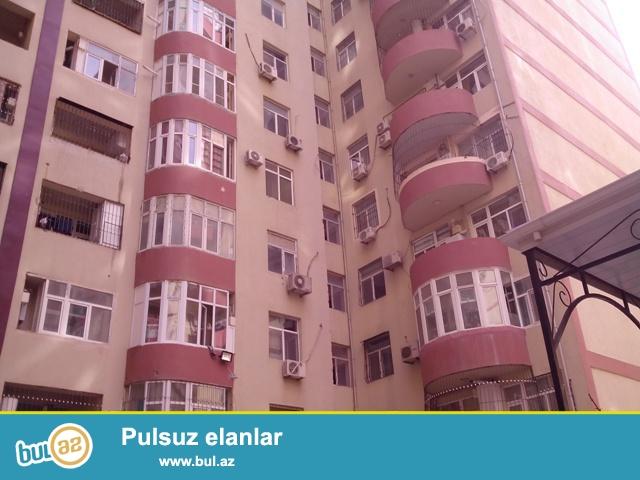 В районе Ени Ясамалы, около Витал клиники, в засёленном, жилом комплексе с Газом продается 3-х комнатная квартира, 17/3, общая площадь 80 кв...