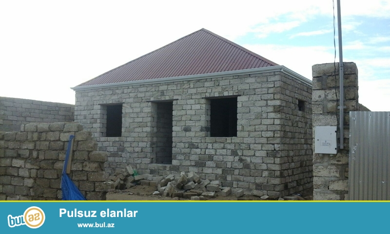 Maştağada Kirov dairəsi ərazisində yoldan 10 m məsafədə 2 sot torpaq sahəsində 5 daş kursudə umumi sahəsi 70 kv...